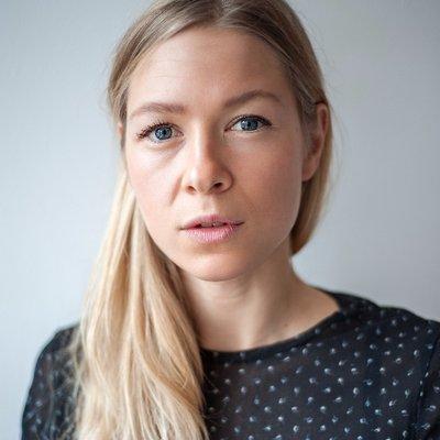 Tara Headshot